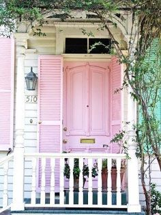 White house with a pink front door <3