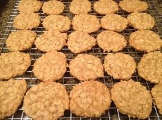Quaker Oats Vanishing Oatmeal Cookies- sub with cup coco flour and stevia. Bake 350 for 10 mins. Vanishing Oatmeal Cookie Recipe, Quaker Oatmeal Cookies, Chocolate Oatmeal Cookies, Oatmeal Cookie Recipes, Cookies Granola, Quaker Oats Recipes, Cookies Et Biscuits