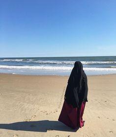 Beauty muslim girl # peçe nikab nikap nikabis kapalı çarşaf hicab hijab tesettür ddi Beautiful Muslim Women, Beautiful Girl Image, Beautiful Hijab, Beautiful Outfits, Hijab Niqab, Ootd Hijab, Hijab Outfit, Hijab Dpz, Muslim Girls