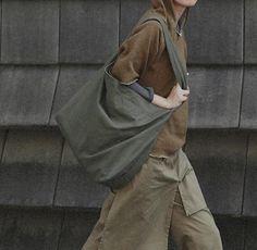 Fashion women canvas leisure tote bag large capacity women's handbag female casual handbag simple style – My WordPress Big Handbags, Fashion Handbags, Canvas Shoulder Bag, Shoulder Bags, Denim Purse, Handmade Leather Wallet, Recycled Denim, Fabric Bags, Cotton Bag
