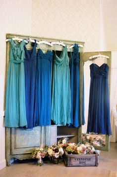 bridesmaid dresses in mismatched shades of blue