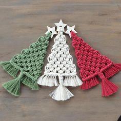 Christmas Tree Kit, Christmas Tree Pattern, Diy Christmas Gifts, Holiday Crafts, Christmas Wreaths, Diy Craft Projects, Macrame Projects, Macrame Wall Hanging Patterns, Macrame Patterns