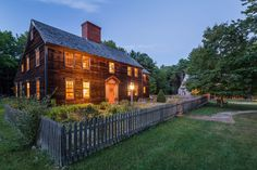 This New England Farmhouse Looks Like Something Out of a Postcardcountryliving