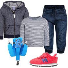 Per un occasione di festa vestiamo il nostro piccolino comodo ma con un occhio allo stile. Jeans baggy, maglione in fantasia a righe e cardigan con cappuccio. Completiamo il tutto con sneakers basse red con velcro e bretelle di colore turchese.