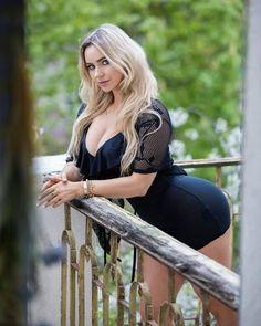 "6,684 Me gusta, 146 comentarios - Neringa Kriziute (@neringakriziute.fan) en Instagram: ""❤️❤️"" Beautiful Blonde Girl, Big And Beautiful, Mini Skirt Dress, Mini Skirts, Girl With Curves, Blonde Beauty, Hottest Models, Foto E Video, Sexy Dresses"
