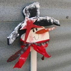 Frosty the Snowman Christmas Decoration Wood Yard Stake White Red Scarf
