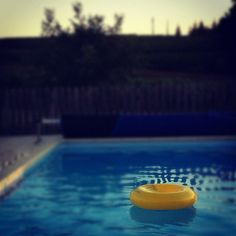 Ring ~ Rubber ring #photoadayaug #rubberring #bouée #yellow #ring #swimmingpool #water #floating - @din0u- #webstagram
