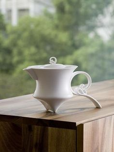 """""""Shadow of the Wind"""" teapot by Heinrich Wang"""