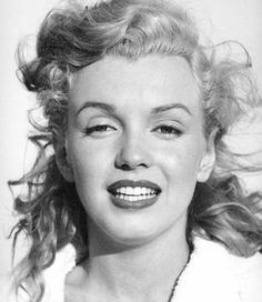 ANDRE DE DIENES (American, Marilyn Monroe on Tobey Beach, 1949 Vintage gelatin silver x - Available at 2014 October 16 Photographs. Marylin Monroe, Marilyn Monroe Photos, Jerry Schatzberg, Bert Stern, Vintage Hollywood, Classic Hollywood, Shooting Photo, Norma Jeane, Portraits