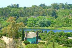 Villa Serrana se encuentra entre las Sierras de Minas, en los valles de los cerros Penitente y Marmarajá del Departamento de Lavalleja, a 150 kilómetros de la capital uruguaya