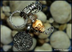 Skulls are very much in vogue in pendulums, especially those well-crafted from bone.