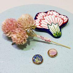 드디어 첫 사촌조카 탄생😍🎉🎀 아~~ 빨리 보고싶다😭💕 _ . 사진은 #YCeramics #도자악세사리 #여름컬렉션 #컨셉샷 😶🌴🌊🌌🌹 #도자 #꽃 #꽃스타그램 #쥬얼리 #악세사리 #ceramics #porcelainjewelry #accessories #jewelry #summercollection #concept #flower Bobby Pins, Hair Accessories, Ceramics, Photo And Video, Beads, Instagram, Ceramica, Beading, Pottery