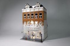 If you visit the Chanel boutique in Amsterdam, you will find that the façade of Crystal Houses Amsterdam uses glass bricks to recreate the city's traditional architectural style. The transition from bricks to glass has been elegantly captured in LEGO by builder  YellowBox. This is a striking creation  and, although there was some controversy over …