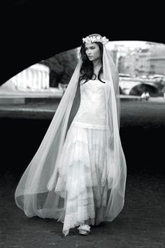 Horrid dress, cool headpiece? Robe de mariée Cymbeline modèle Gitane