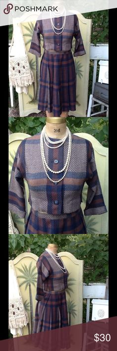 """VTG PLAID TWEED SKIRT SUIT So so cute,it's a VTG skirt suit in a plaid tweed design,has a cropped jacket and pleated skirt,it's unlined jacket has 3/4 cuffed sleeves and button front skirt has a back metal zipper (as you can see it doesn't fit my mannequin) only tag is the designer name sport whirl by Jeanne CAMPBELL,it's in beautiful condition and a perfect little suit for an office with a VTG scarf and VTG heels: Measurements: Jacket: L:16"""", B:34, SH:17"""", SL:14"""", W:16""""...SKIRT: L:25.5""""…"""