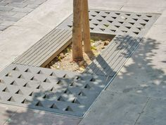 Steel tree grate / square YARG by Enric Pericas Escofet