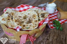 Bleskové chlebové placky Home Baking, Bon Appetit, Tofu, Pancakes, Healthy Recipes, Healthy Food, Gluten Free, Cooking, Breakfast