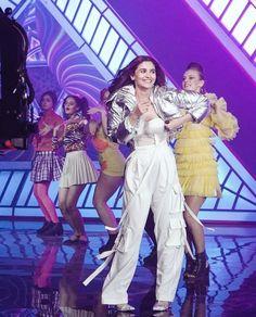 Alia Bhatt for her new video Prada. Bollywood Girls, Bollywood Actress, Indian Celebrities, Bollywood Celebrities, Alia Bhatt Saree, Radhika Madan, Aalia Bhatt, Alia Bhatt Cute, Alia And Varun
