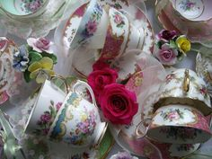 Beautifullyvintage china hire & vintage accessories's photo.