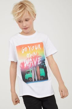 Surfing holidays is a surfing vlog with instructional surf videos, fails and big waves Young Boys Fashion, Baby Boy Fashion, Kids Fashion, Womens Fashion, Junior Clothing Stores, Kids Clothing Brands, Funny Kids Shirts, Boys T Shirts, T Shirt Photo Printing