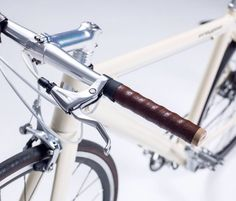 Some are louder than others, but e-bikes are usually easy to spot. Evidence like a battery pack sticking up off the down tube, a thick, rectangular top tube or a large motor on the wheel is hard to miss. German startup Freygeist believes that the electric bike should look and feel more like the classic pedal bike. Its new Classic pedelec is virtually indistinguishable as an electric thanks to cleanly integrated hardware and a 26.5lb weight. You won't notice the electric drive until it kicks…