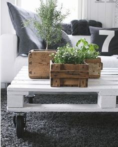 Patio - recycled pallet coffee table