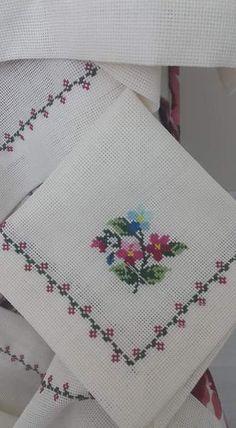Cok guzel Cross Stitch Art, Cross Stitch Borders, Modern Cross Stitch, Cross Stitch Flowers, Cross Stitch Designs, Cross Stitching, Cross Stitch Embroidery, Cross Stitch Patterns, Hand Embroidery Patterns