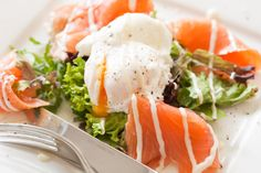 Smoked salmon with poached egg | insimoneskitchen.com