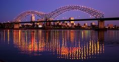 ANOTHER AWESOME PICTURE OF THE (GIANT M) MEMPHIS BRIDGE