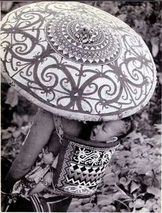 Borneo is the largest island in the world. The indegenous tribes are called Dayaks. There are over 250 tribes of Dayaks in Borneo. Ethnic Patterns, Textile Patterns, Dutch East Indies, Pattern Art, Pattern Ideas, Borneo, Female Images, My Heart Is Breaking, Tribal Art
