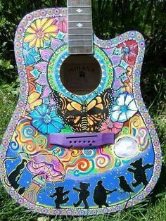 Hand painted grateful dead guitar// this is great. I might paint a similar thing on my broken my guitar Grateful Dead Image, Grateful Dead Bears, Hippie Style, Hippie Art, Hippie Life, Acoustic Guitar Notes, Acoustic Guitars, Woodstock Pictures, Ukulele Art