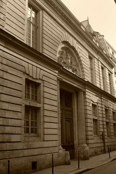 Hôtel d'Hallwyl, by Ledoux, 1766, rue Michel-le-Comte 28, Paris, France