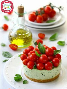 Cheesecake al'insalata caprese Savory Cheesecake, Cheesecake Recipes, Tapas, Food Porn, Bulgarian Recipes, Food Plating, Finger Foods, Appetizer Recipes, Appetizers