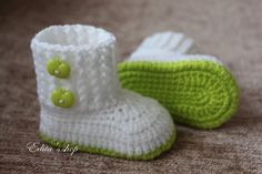 Crochet baby booties baby shoes boots white apple by editaedituke