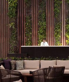 Interior Design - Alila Seminyak in Bali, Indonesia Hotel Lobby Design, Vertikal Garden, Spa Bedroom, Lobby Interior, Interior Design, Wall Design, House Design, Public Hotel, Lobby Reception