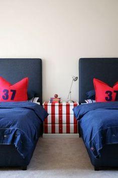 Red, white a blue has always been a popular choice for boys bedrooms. Bedroom Red, Trendy Bedroom, Kids Bedroom, Bedroom Decor, Hotel Room Design, Teenage Room, Teen Room Decor, Boy Room, Room Inspiration