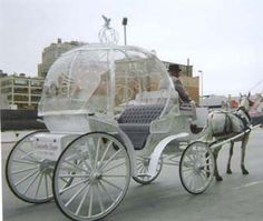 Horse-drawn carriage !WANT on my wedding day!