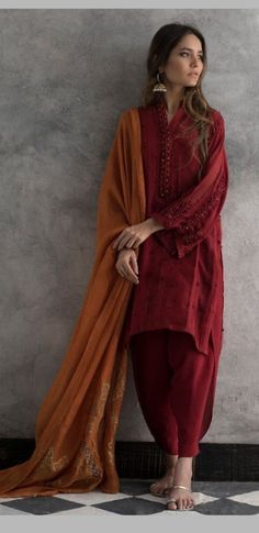 Latest Nida Azwer luxury pret traditional collection is helpful to enhance your beauty in the wedding of your beloved one. Pakistani Fashion Casual, Pakistani Dresses Casual, Pakistani Dress Design, Indian Fashion, Hippie Fashion, Fashion Fashion, Stylish Dress Designs, Stylish Dresses, Casual Dresses
