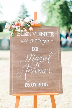 A wedding at Giscours Castle - Aline - - Un mariage au château Giscours A country and colorful wedding at Château Giscours, Médoc – The barefoot bride – Photo: Marion Heurteboust Wedding Welcome Signs, Wedding Signs, Wedding Ceremony, Our Wedding, Dream Wedding, Table Wedding, Wedding Planer, French Wedding, Ring Verlobung