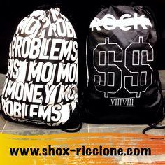 Sono ritornateee!!!CAYLER ECOPELLE GYM BAG Mo problem & Rocky!!!venite a trovarci allo SHOX urban clothing di viale dante 251 Riccione APERTI tutti i giorni anche la DOMENICA POMERIGGIO !per info e vendita contattateci su FB: @ SHOX URBAN CLOTHING ,spedizione €5-->free for order over €50!! #gymbag #problem  #2015 #SHOX #cayler #comevuoitu #sartoriainterna #fashion #dapaura #fresh #streetwear #life #esclusivo #nuoviarrivi  #swag  #solodanoi  #unici #men #girl #summer #like #instafashion…