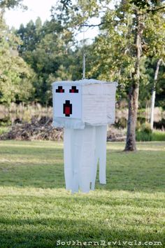 Ghast Pinata by Southern Revivals: DIY Minecraft Birthday Party Minecraft Pinata, Mobs Minecraft, Diy Minecraft Birthday Party, Craft Minecraft, Minecraft Party Decorations, Skins Minecraft, 6th Birthday Parties, 7th Birthday, Minecraft Houses