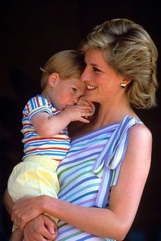Harry Wales: 30 days of Prince Harry Sweet Prince Harry with Princess Diana.Sweet Prince Harry with Princess Diana. Princess Diana Fashion, Princess Diana Family, Royal Princess, Princess Of Wales, Lady Diana Spencer, Diana Son, Prinz Charles, Prinz William, Prince William And Harry