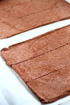 Kääretorttukakku parhaalla kinuskilla ja puolukoilla - Suklaapossu Food And Drink