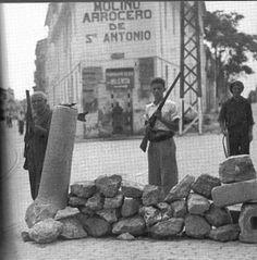 Milicianos en la antigua carretera de Barcelona / Valencia / vintage / photography