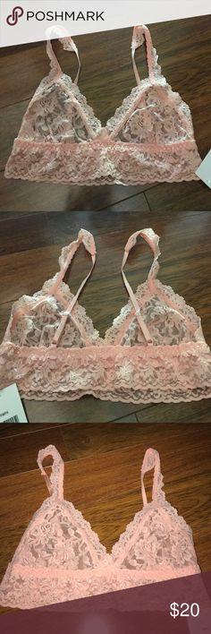 🎀 New HANKY PANKY Signature Lace Bralette 🎀 You're sure to love Hanky Panky's best-selling bralette! • Soft bralette in our signature stretch lace• Best suited for smaller-breasted or augmented women • No back closure, slips on over the head• Adjustable straps• Body: 100% Nylon; Trim: 90% Nylon, 10% Spandex• Made in the 🇺🇸      This is for 1 Bra.  Please be advised these are new sample bras & panties from Hanky Panky.  Please ask ALL questions before buying.😃I tried to capture the…