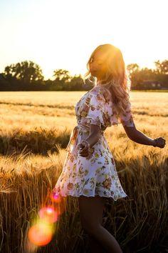 Outfit, Zara, Sommerkleid, Dress, Ruffles, Weizenfeld, Cornfield, Golden Hour, Fotografie, Photography