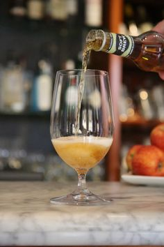 mmm...refreshing White Wine, Brewing, Alcoholic Drinks, Glass, Food, Drinkware, Corning Glass, Essen, White Wines