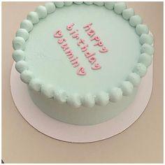 Pretty Birthday Cakes, My Birthday Cake, Pretty Cakes, 17th Birthday Gifts, Mini Cakes, Cupcake Cakes, Simple Cake Designs, Simple Birthday Cake Designs, Korean Cake