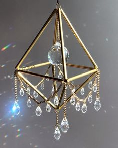 Bead Crafts, Jewelry Crafts, Arts And Crafts, Paper Crafts, Crystal Mobile, Home Crafts, Diy Crafts, Diy Wind Chimes, Garden Totems