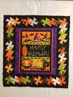 Halloween twister border - clever - this is a neat idea for a panel and border Halloween Quilt Patterns, Halloween Quilts, Halloween Fabric, Halloween Sewing, Fall Sewing, Halloween Projects, Halloween Games, Halloween Costumes, Scrappy Quilts